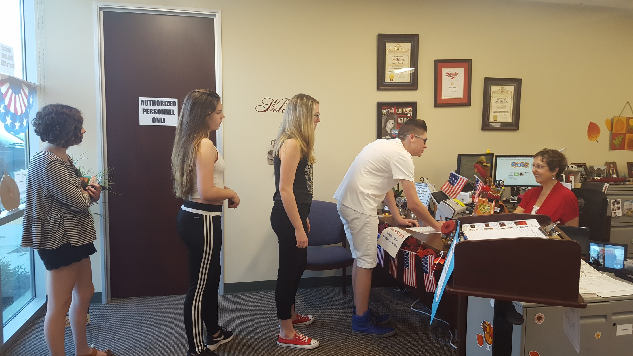 Photo of students lined up to vote at the 2016 Mock Election