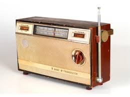 picture of a vintage radio
