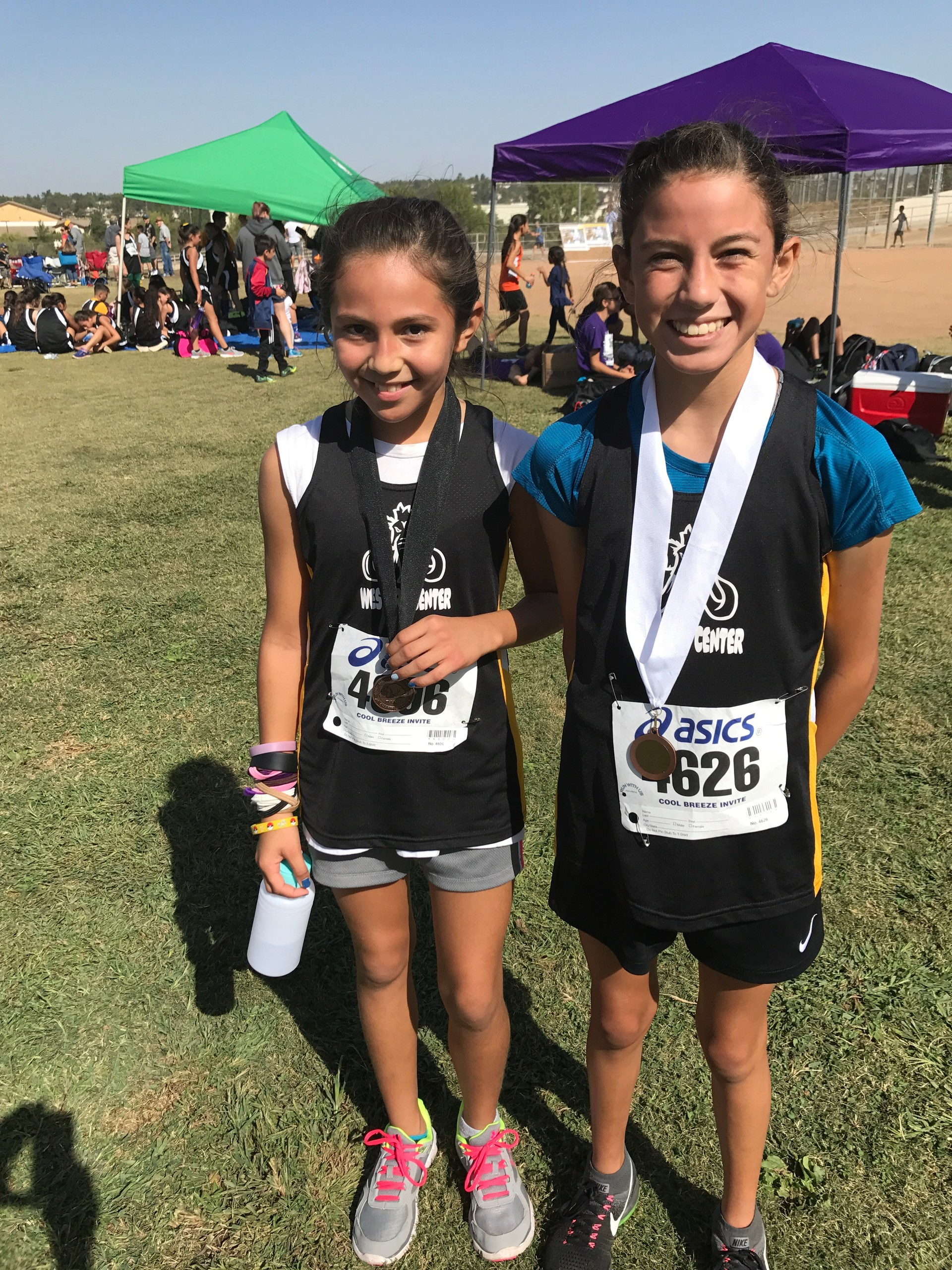 Dalina and Olivia with medals at Vail Ranch!