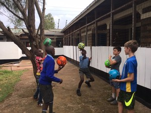 Mac Bedner playing with Kenyan kids