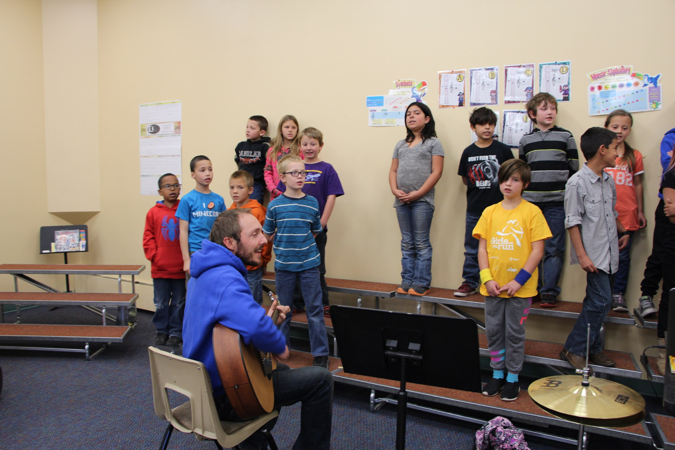 Students sing in music class.