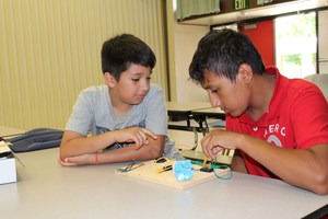 Two Freeman students build a circuit to turn on a fan