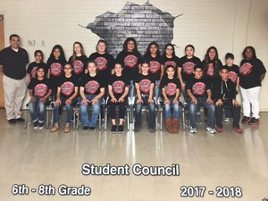 group photo of the 2017-2018 patti welder student council members and sponsors
