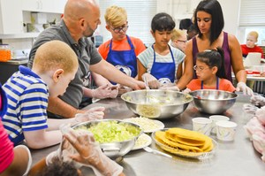 Campers learning about making tacos with Chef Dan