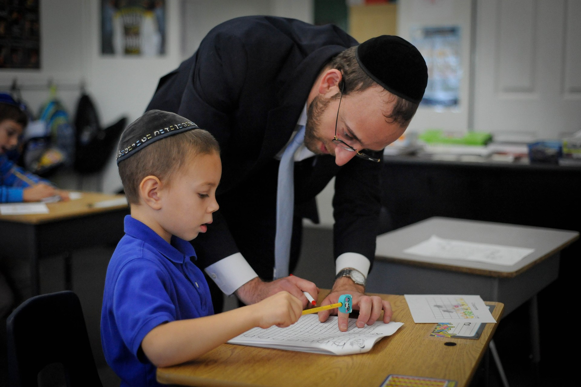 Rabbi Tesser helping a student