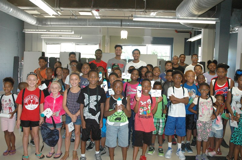 NBA veteran and UD Hall of Famer Brian Roberts Hosted Back to School Event at DECA Middle! Thumbnail Image
