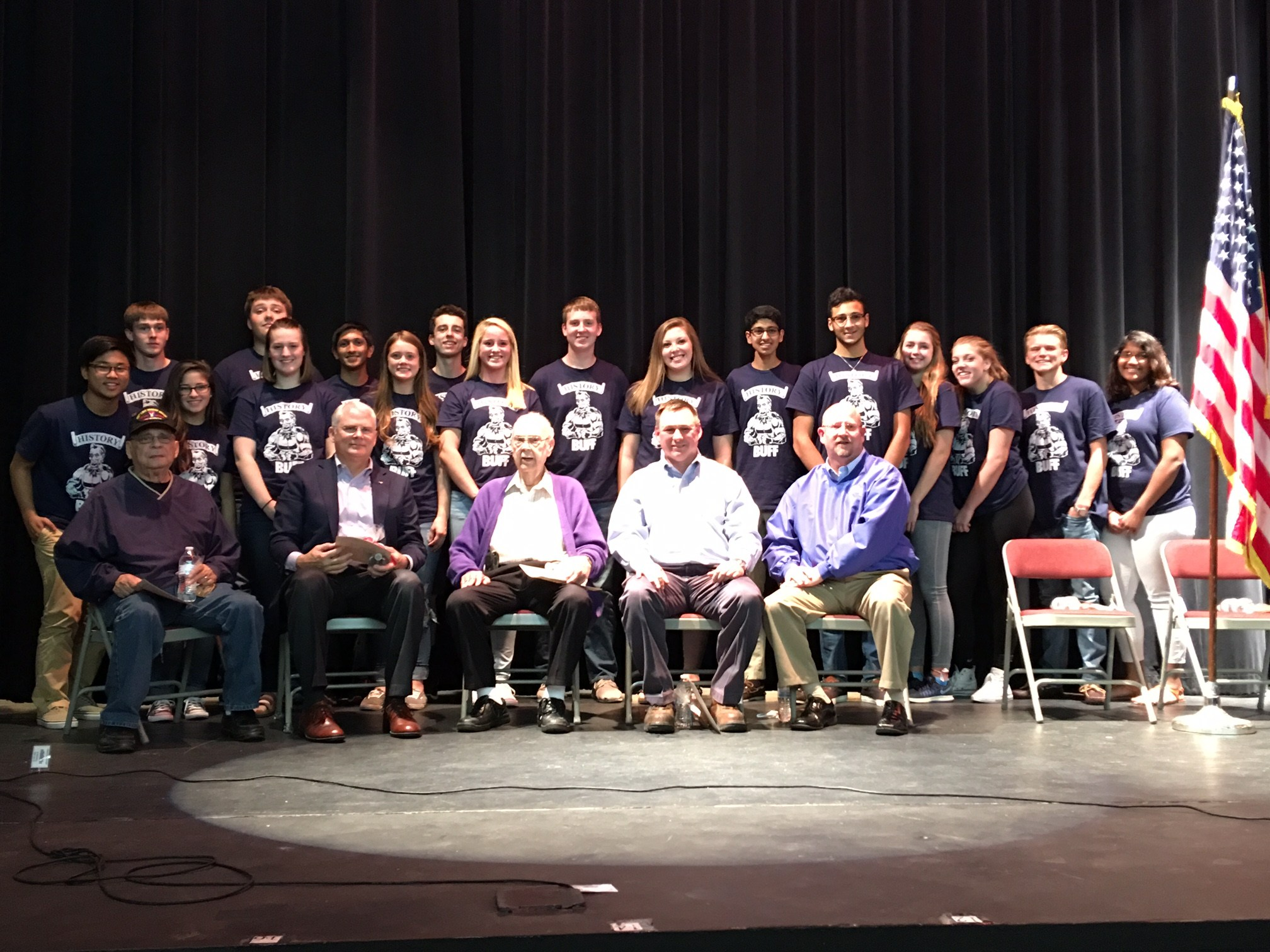 Photo of MHS students and area veterans.