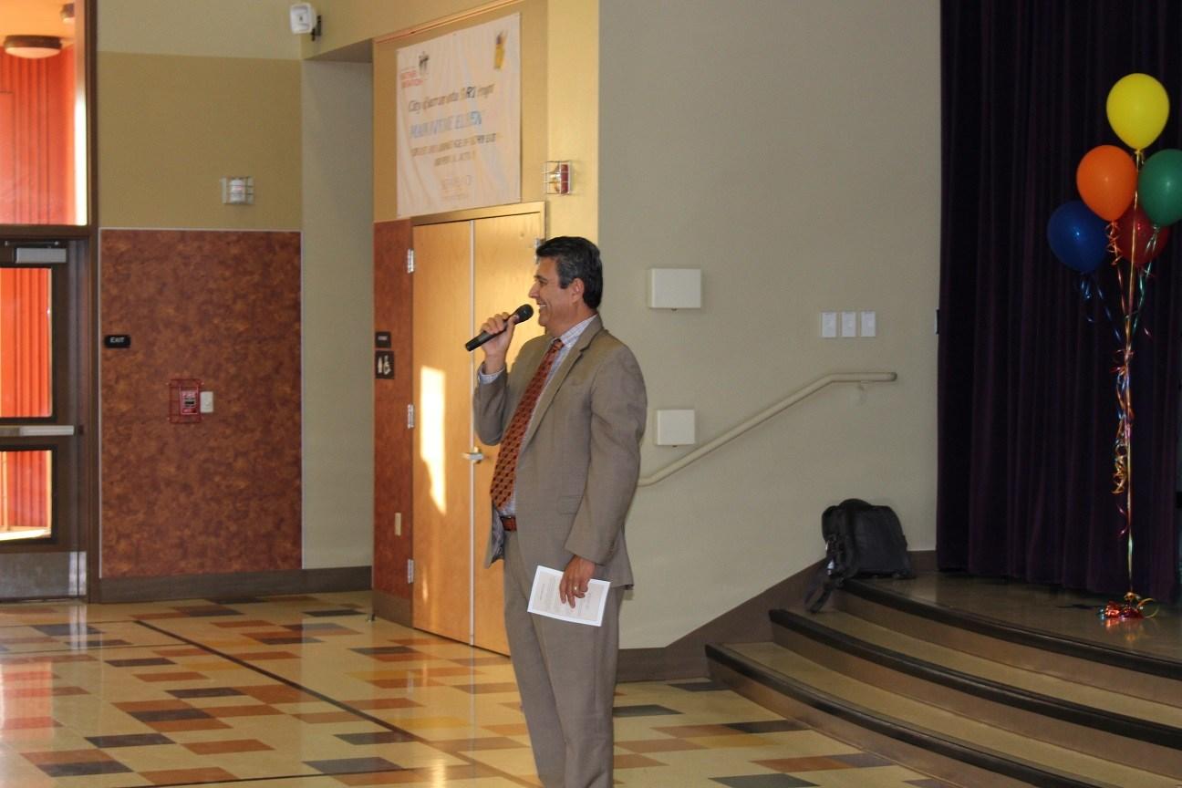 Superintendent Ruben Reyes welcomes parents