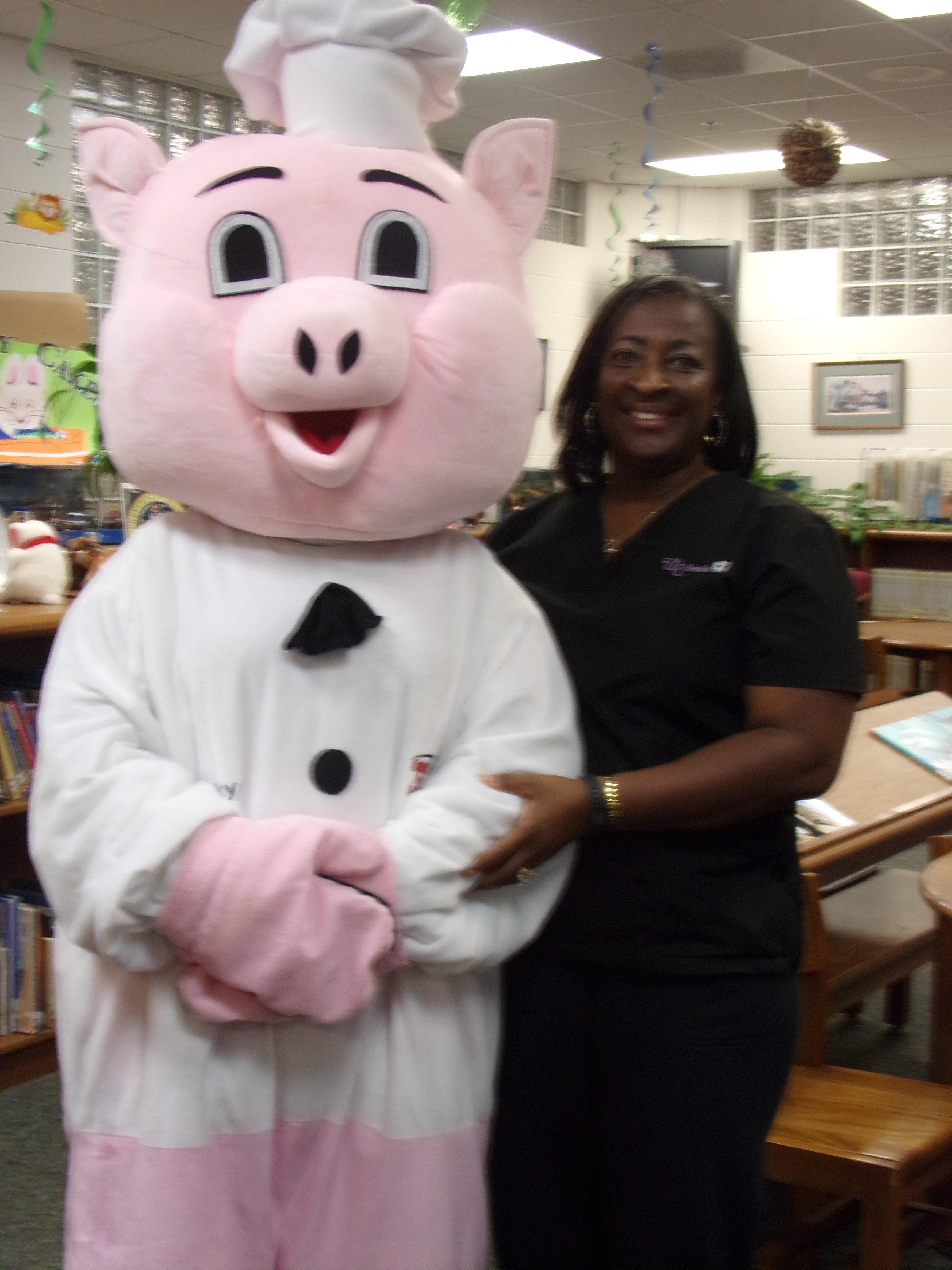 Smokin Pig visit media center