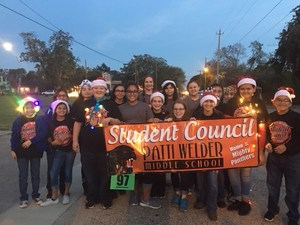 group photo of the 2017-2018 patti welder student council members and sponsors at the victoria county christmas parade