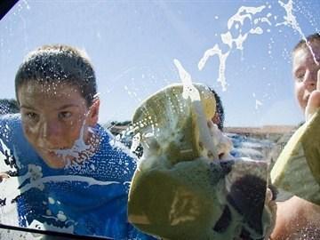 PVHS AVID at work washing cars