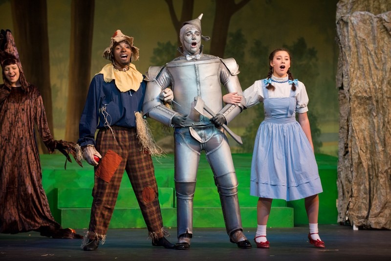 A picture of three Wizard of Oz cast members
