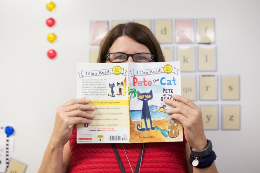Ms. Lape reading Pete the Cat