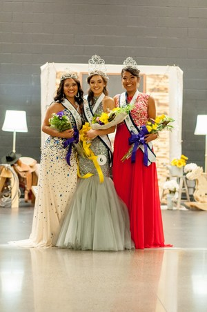 2017-2018 Miss Wapato and court