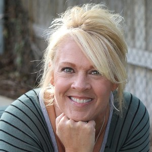 Julie Dinardo's Profile Photo