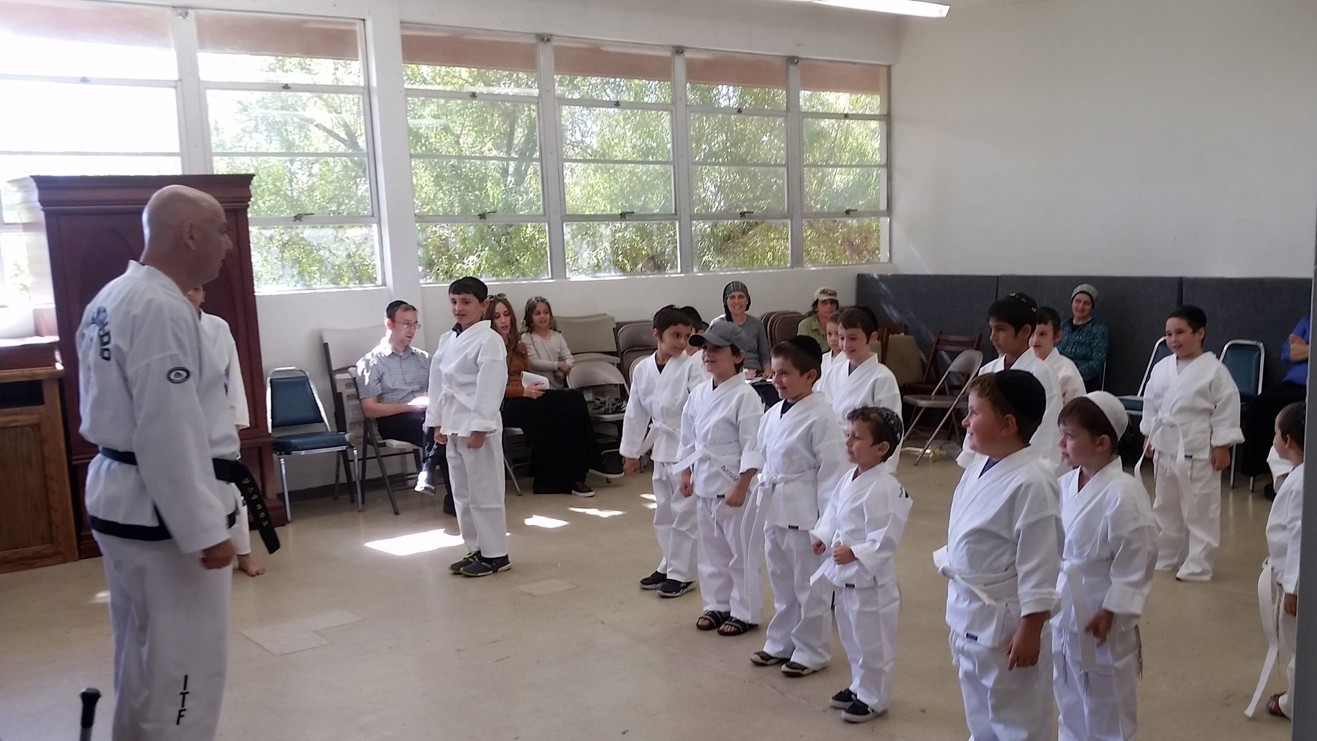 taekwondo class at torah day school of phoenix