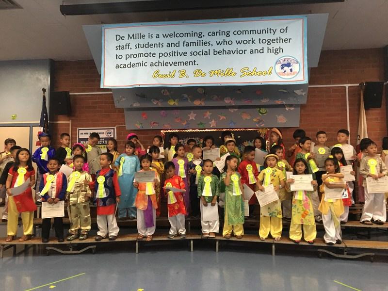 Vietnamese Dual Language Immersion Kindergarten Recognition Night-June 2017