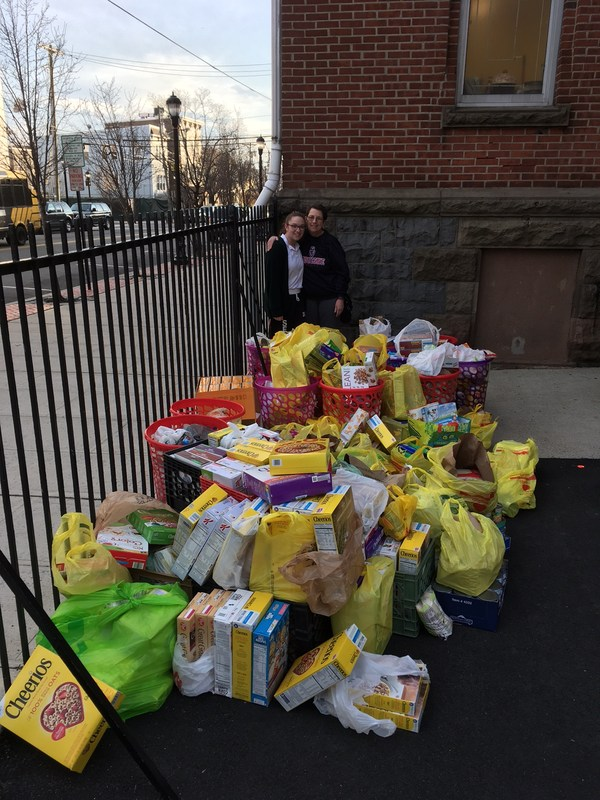 Lauren Foote'17 Runs Food Drive for Local Pantry Thumbnail Image