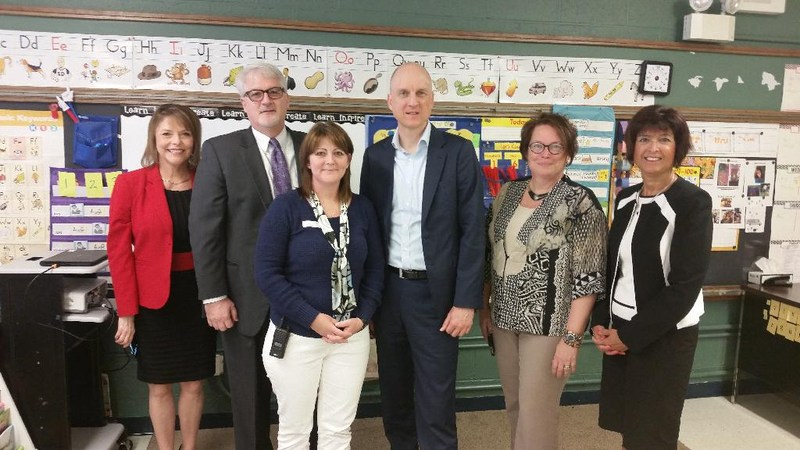 Picture of Golden Apple Award Winner and Administration