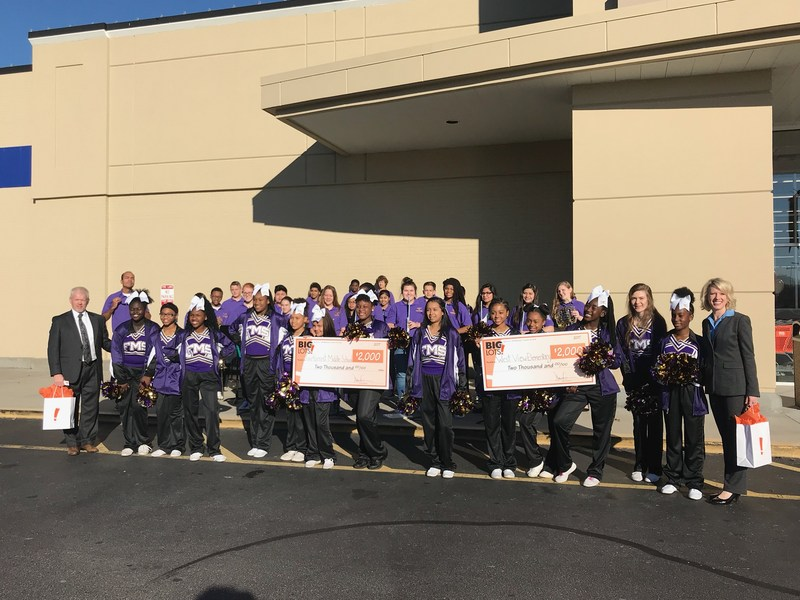 West View Elementary and Fairforest Middle School students at the Big Lots grand opening.