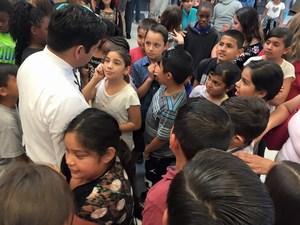 Congressman Raul Ruiz speaking with students
