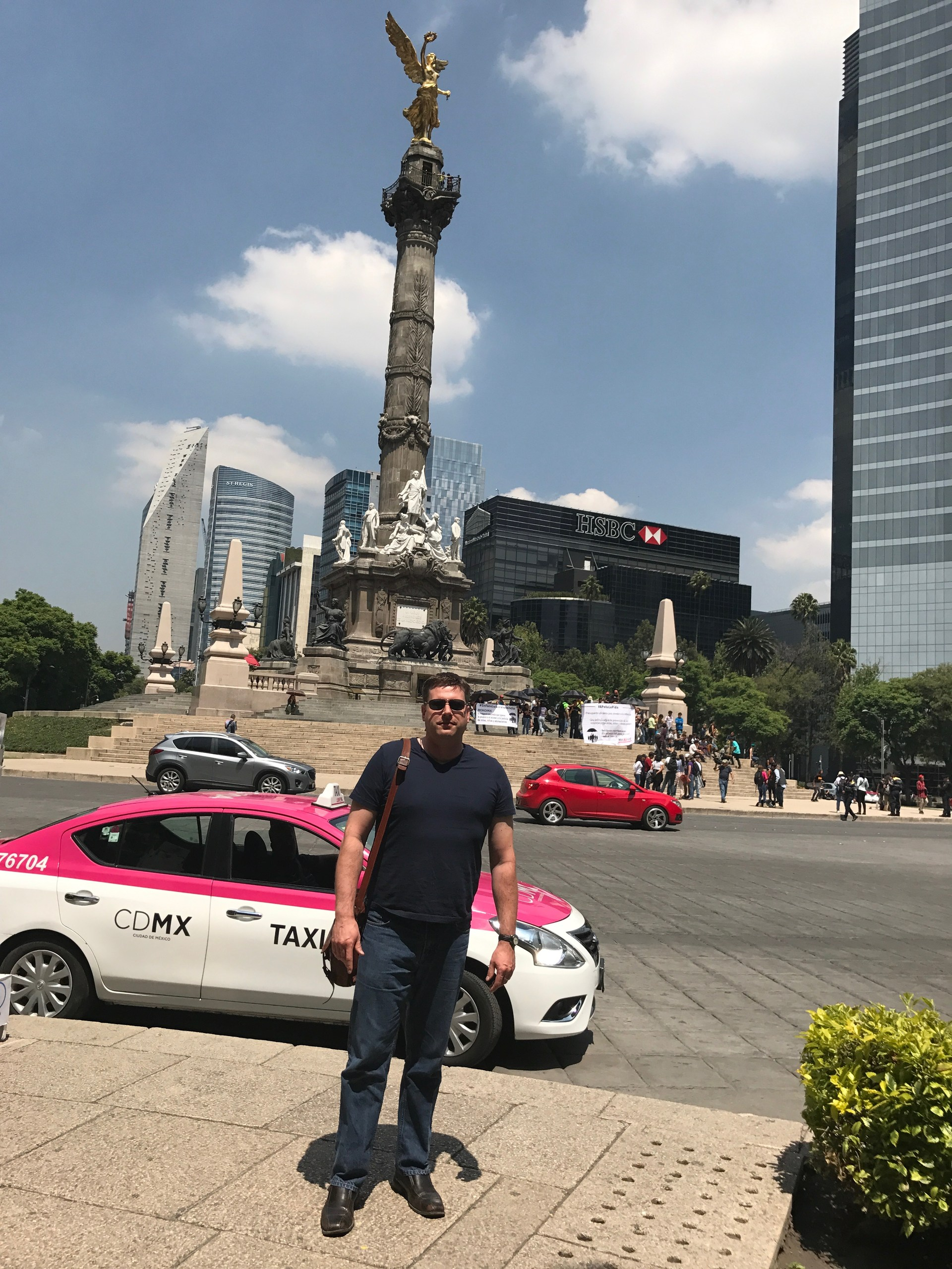 Mr Miller in front of the Angel de la Independencia in Mexico City