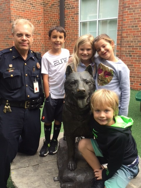 Chief of Police Mark Rowden visits with Hyer elementary students