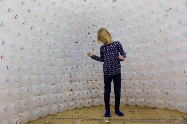 kindergartner in igloo
