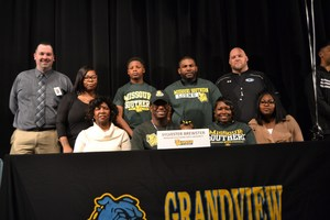 Seniore Sylvester Brester with family signing with Missouri Southern State University