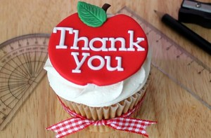 Thank-you-Teachers-cupcakes.jpg