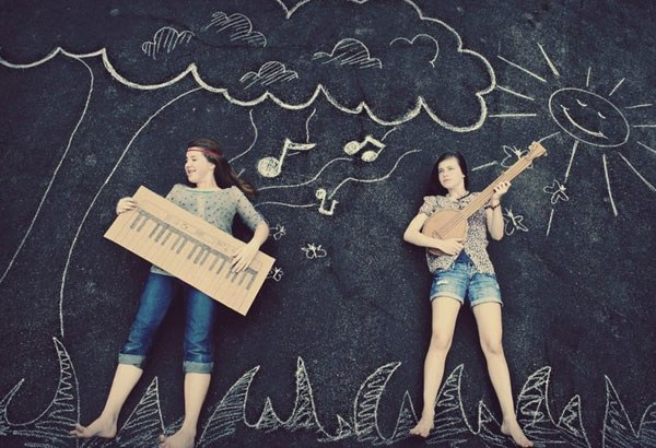 chalk drawing of kids playing pretend musical instruments