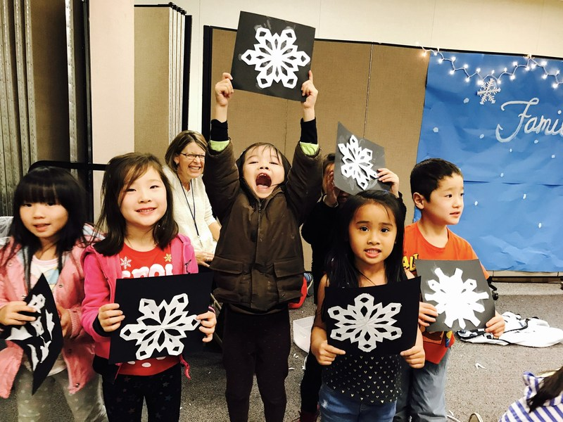 Holiday Fun at Family Reading Night Featured Photo