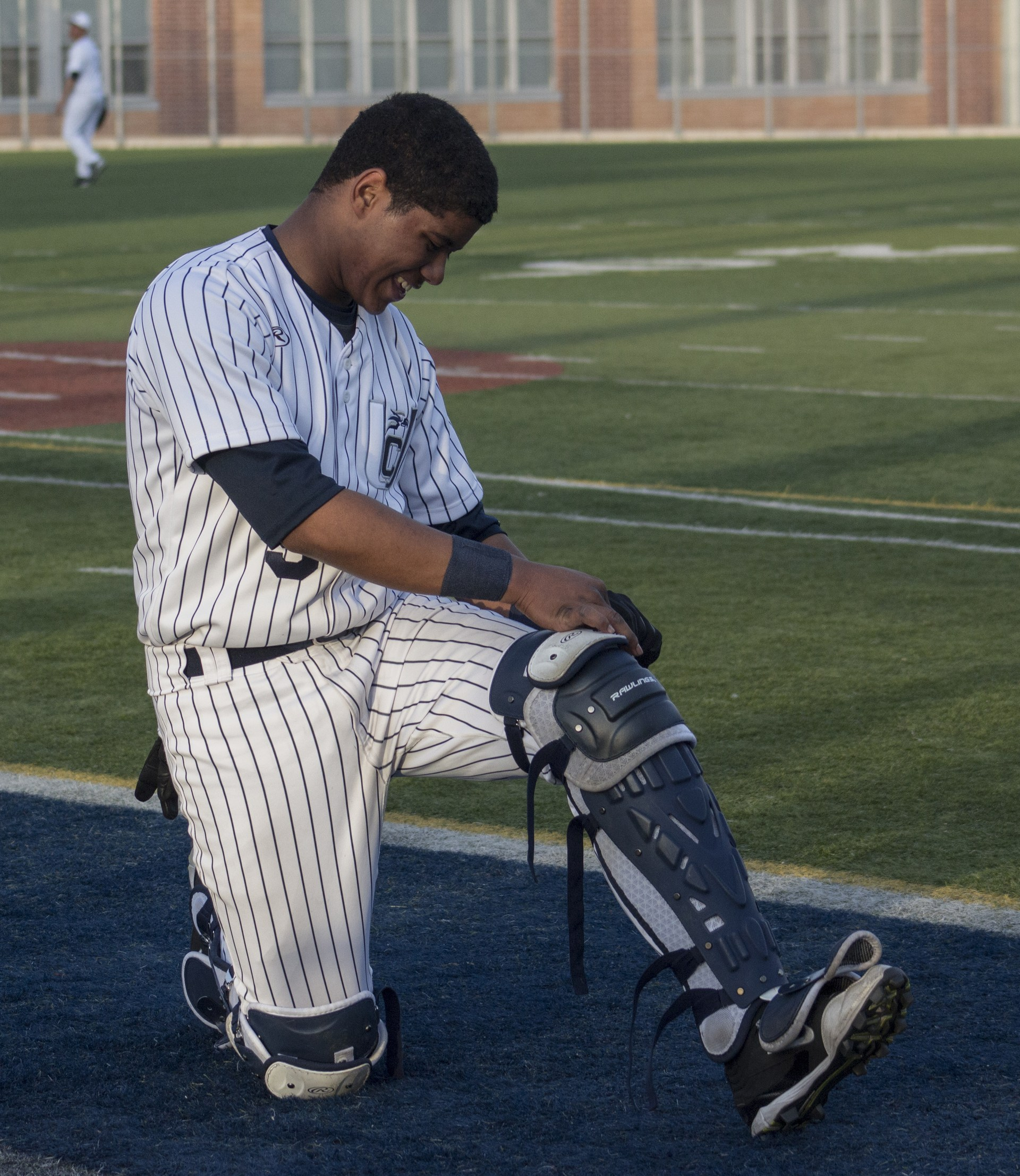 catcher fixing shin guard