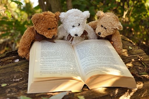 Teddy Bears Reading