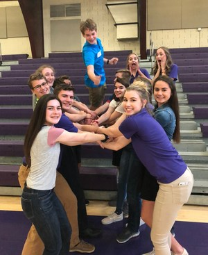 A group of incoming freshmen play the human knot icebreaker at Welcome night
