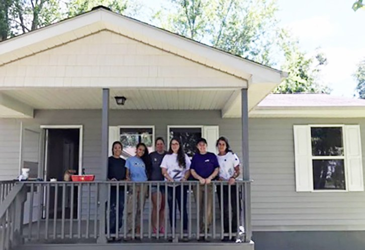 Hill Habitat for Humanity Travels to Tennessee Featured Photo