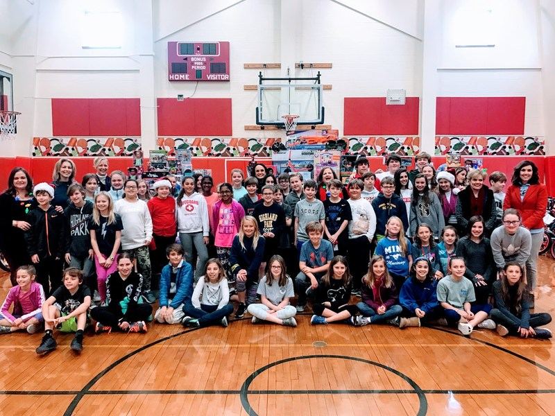 MIS and HPMS fulfill 400 wishes this year Featured Photo