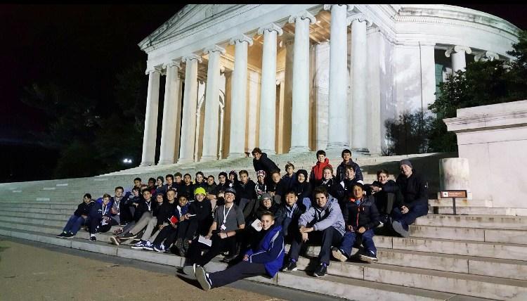 kids on steps of Jefferson Memorial