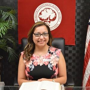 Lori Flores-Garza's Profile Photo