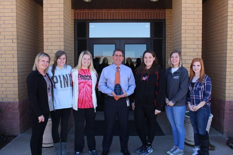 LCISD Superintendent Keith Bryant receives Iva Beck Award Thumbnail Image