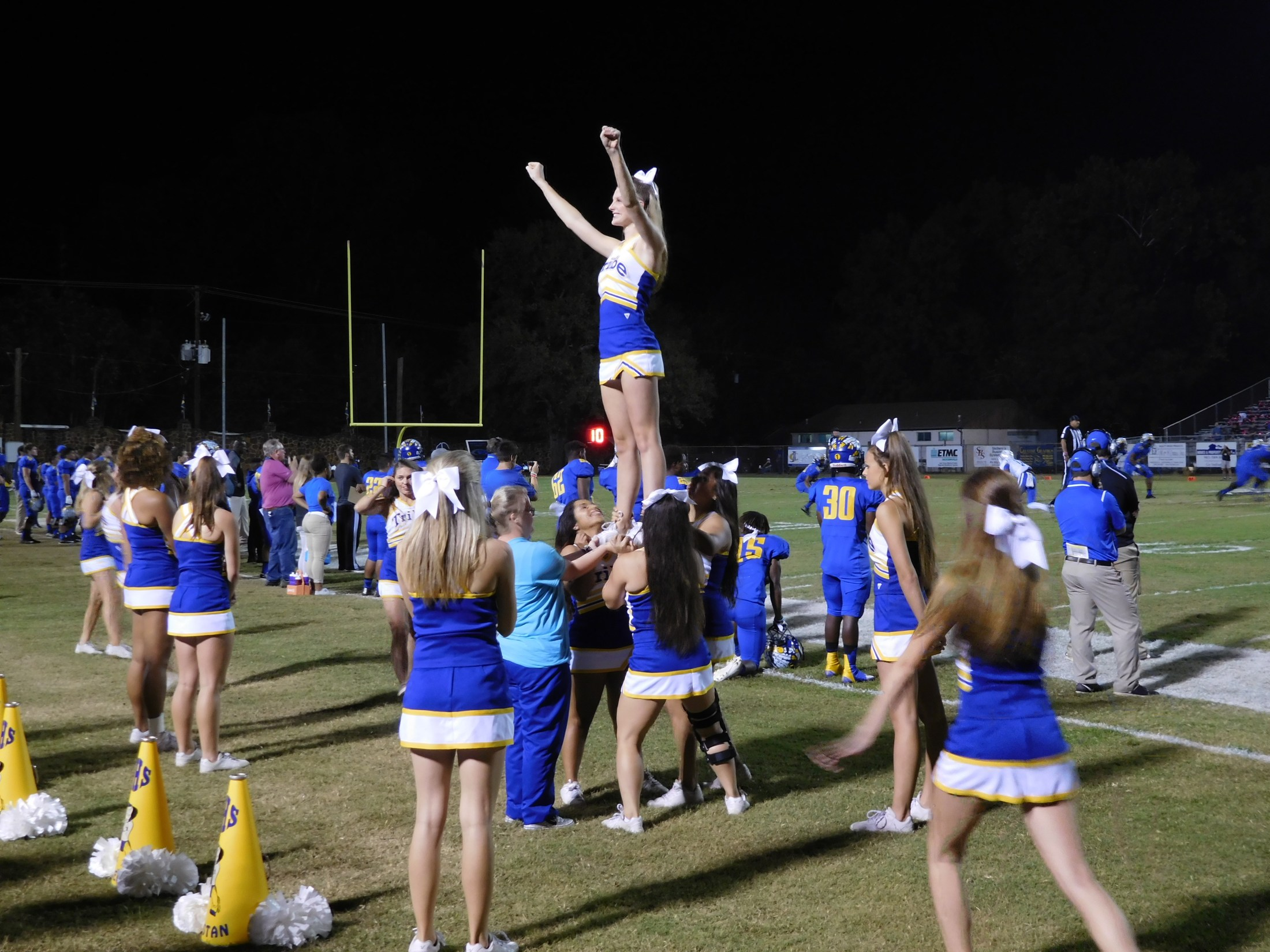 cheerleader pyramid