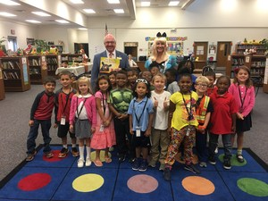 Mayor Gayle with Ms. Satterwhite's Class.JPG