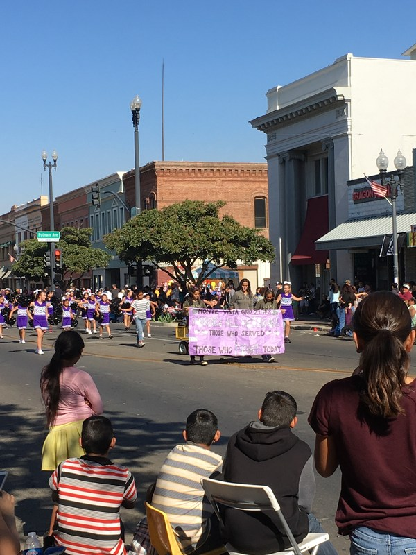 Grizzly Cheerleaders in Veteran's Day Parade