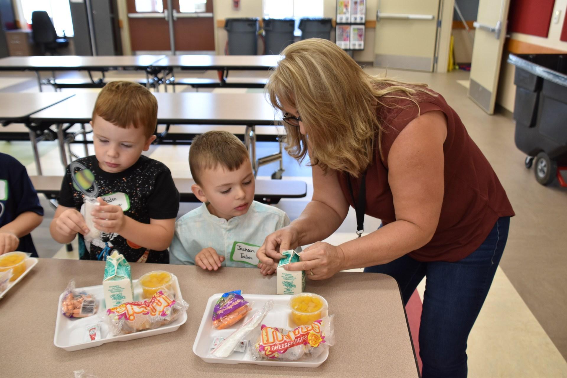 kindergarten students at orientation at lunch teacher