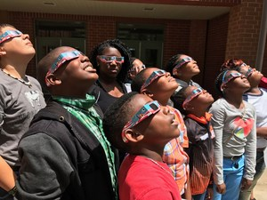 Merry Acres Students viewing Eclipse