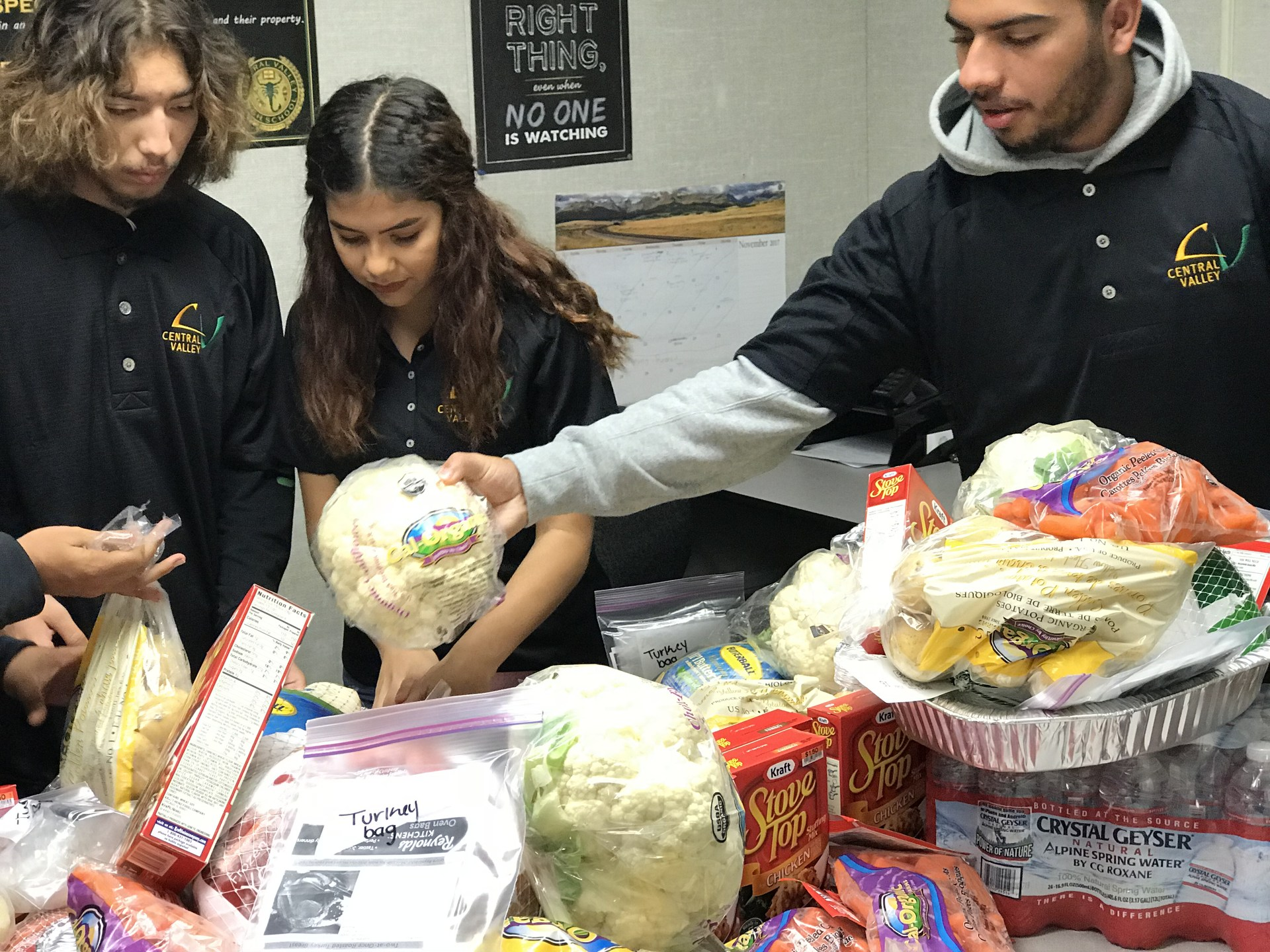 CVHS ASB organizing food