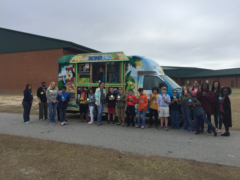 Sallas Mahone Students eating Kona Ice