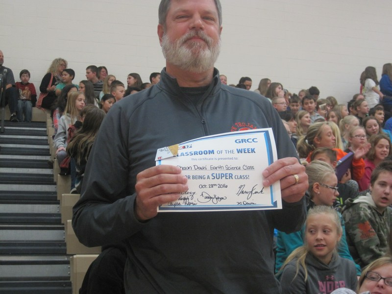 TKMS teacher Shaun Davis is honored with the Fox 17 classroom of the week award.