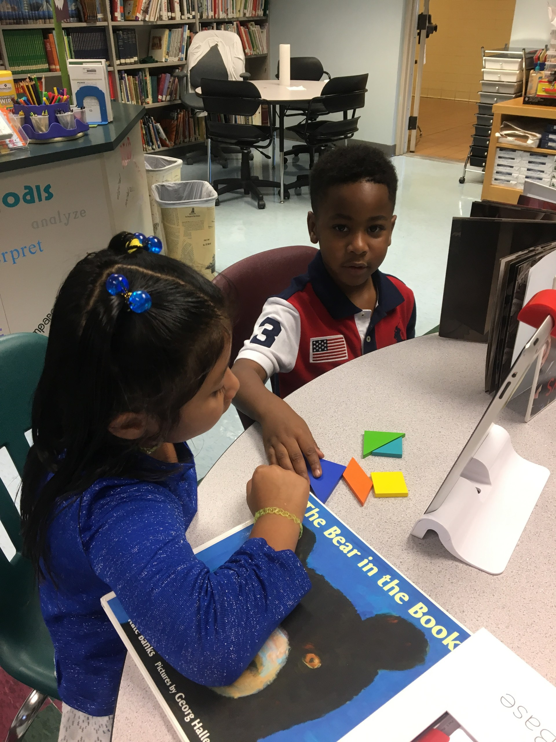 A student learns about geometry with OSMO