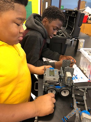 Students working with robots kit
